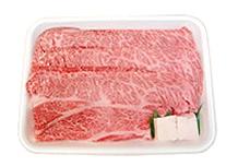 お肉をトレイに詰め、牛脂を入れます。