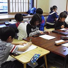 子供同士で助け合っている姿が特徴の教室です!